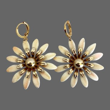Vintage sunny earrings peach-yellow and gold-plated petals gold plated hypoallergenic lever back clasp flea market jewelry upscale