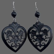 GUP-81 Black vintage bakelite old plastic earrings flowers heart earrings flea market jewelry