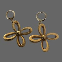 Vintage gold-plated metal flower earrings 8 shaped petal gold plated hypoallergenic ear-wire elegant jewelry design