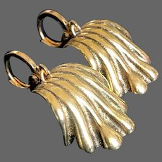 Gold plated vintage scallop shell earrings million dollar look jewelry
