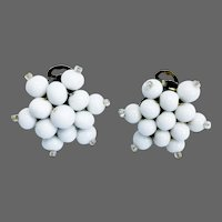 Very elegant vintage white snowflake earrings hand embroidered with pearl white and silver glass seed beads 1950's vintage clip on earrings Audrey Hepburn style jewelry design