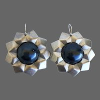 Vintage earrings faceted metal nonagon silver gray matte star gunmetal gray faux pearl cabochon flea market jewelry design