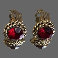 Vintage deep red Czech crystal in gold plated basket clip-on earrings flea market burgundy jewelry