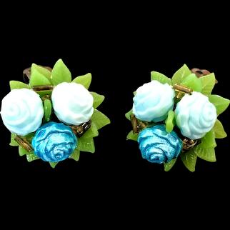 Green white flower early plastic clip-on earrings vintage flea market jewelry