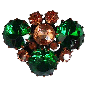 European crystal vintage brooch elegant green and champagne color flea market bee head gem jewelry.