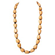 River pebble-yellow long plastic bead necklace vintage collectors' jewelry.