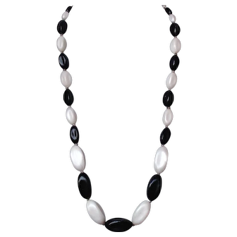 Black and white jewelry bead necklace elegant vintage jewelry design