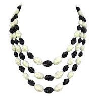 Vintage black and white olive beads 3 strand necklace vintage costume jewelry