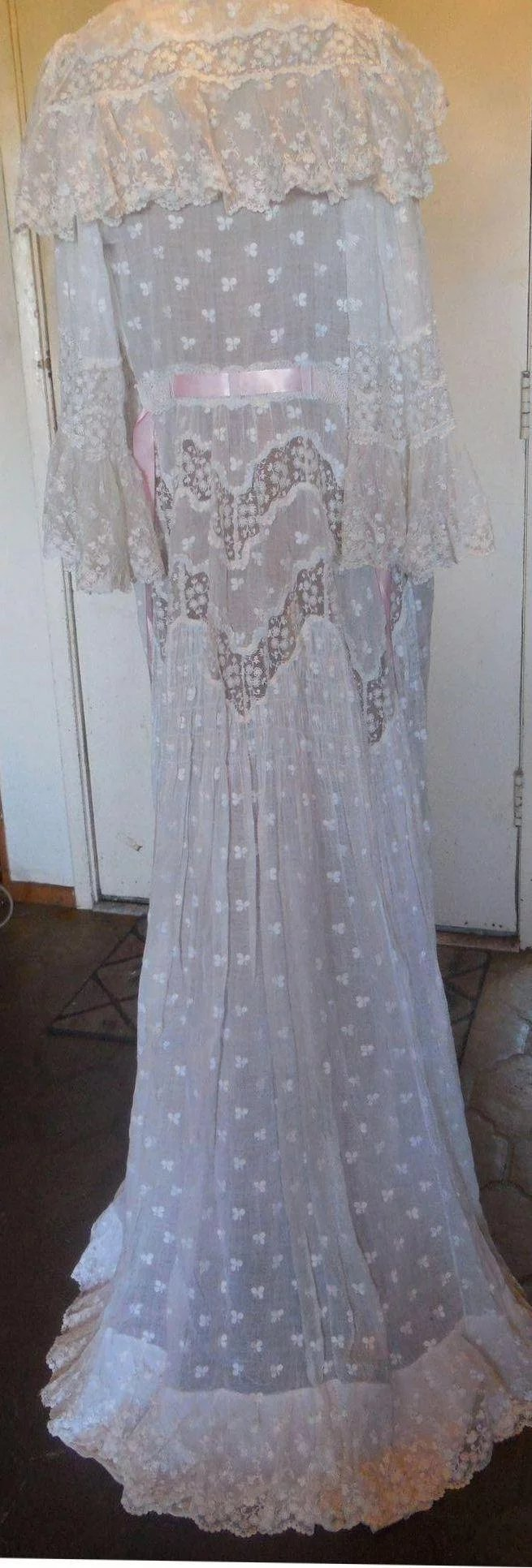 Victorian Cotton and Lace Dressing Gown : Iron Gate Antiques   Ruby Lane