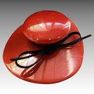 BAKELITE - famous hat brooch
