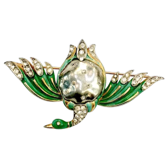 TRIFARI 1940s Ming Series Imitation Baroque Grey Pearl Bellied Duck with Green Enamel