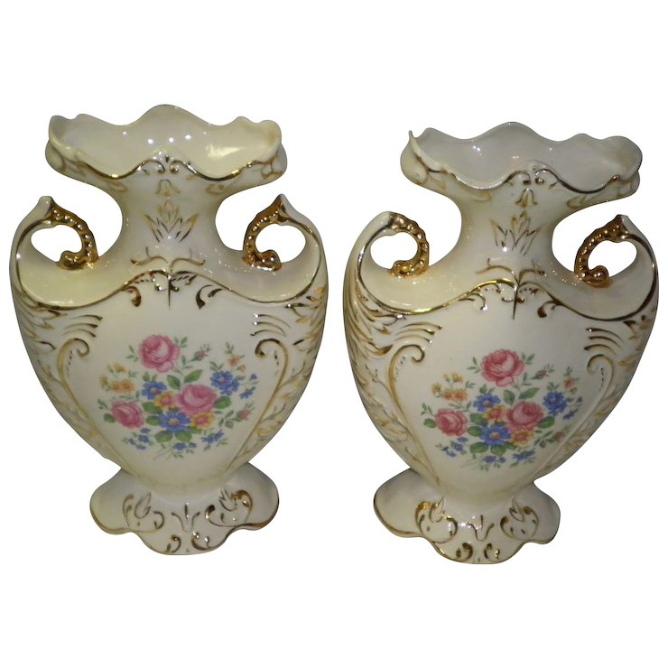 Set Of 2 Vintage Mantle Vases By Pauls Gifts Cameo Antique Mall