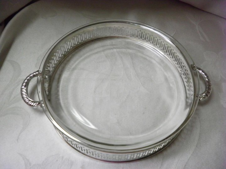 10\  Pie or Casserole Dish Holder With Fire King Pie Plate & International Silver Co. 10\