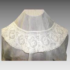 Victorian Lace Collar With a Floral and Vine Design
