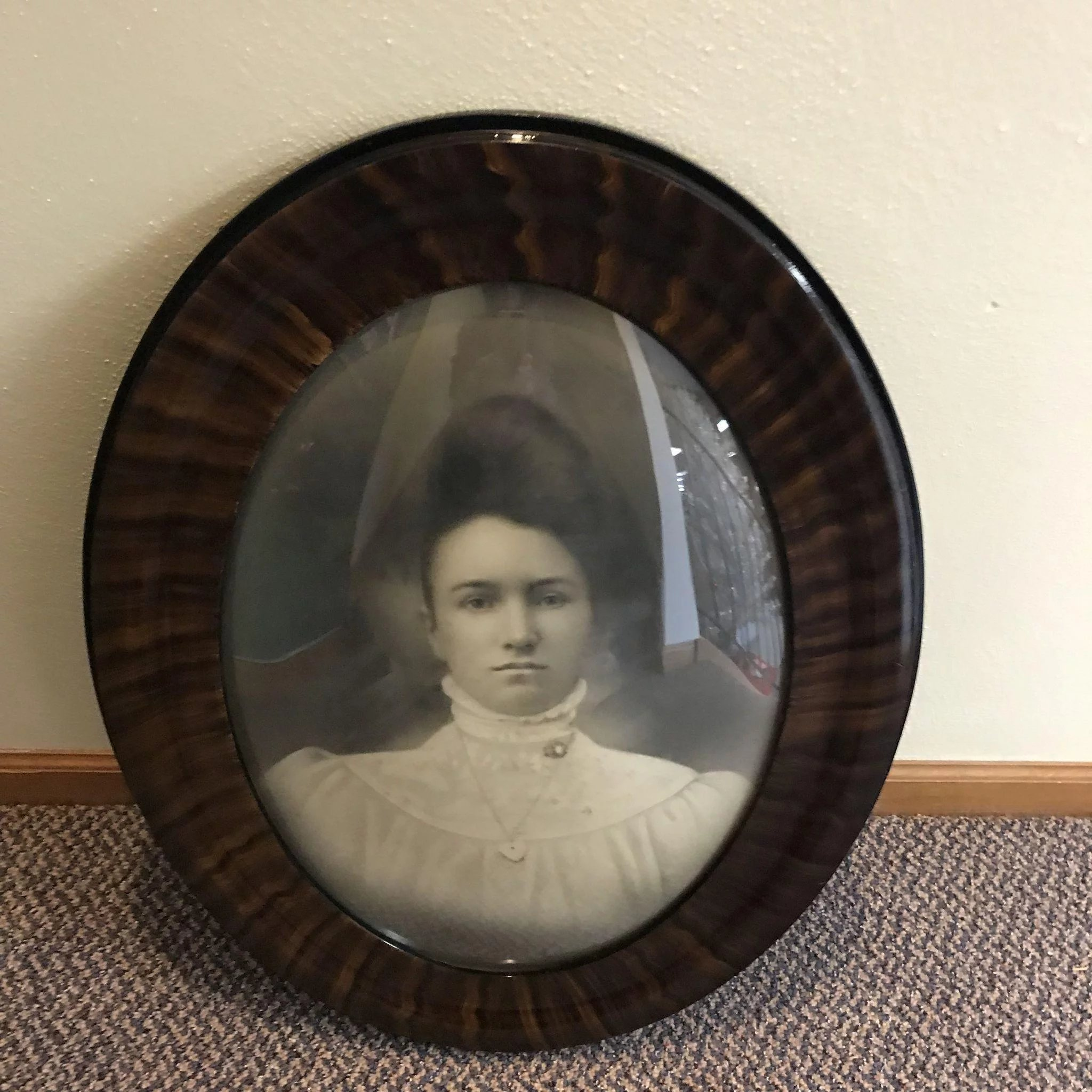 Antique Oval Convex Glass Picture Frame With Victorian Woman Cameo