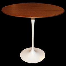 Knoll Tulip Oval Side Table by Eero Saarinen, circa 1979
