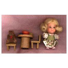 Hasbro Storykin  Goldilocks with Table and Chairs