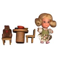 Hasbro Storykin  Goldilocks with Table and Chairs
