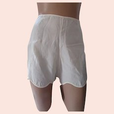 Early Lingerie Tap Pants Lorraine Perfect Fitting Cream Satin Size 34