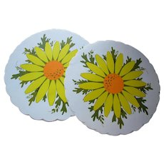 1970's Vibe Paper Placemats Yellow & Orange Daisies