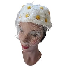 Pretty Topper Hat in White Daisies and Yellow Centers Miss Sally Victor