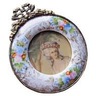 Small Frame of Flower Porcelain and Gold Tone Metal Romantic Style 17th Century Lady