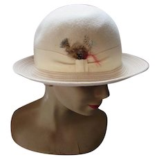 Handsome Fall Winter Hat in Cream Tone Derby Style Feather Accent Betmar New York