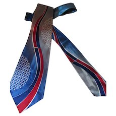 Vintage Men's Tie Towncraft DeLuxe Cravat in Soldier Blue and Red Geometric Design Mid Century Design