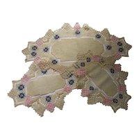 Set Vintage Doilies in Spider Web Weave & Linen Net Darning
