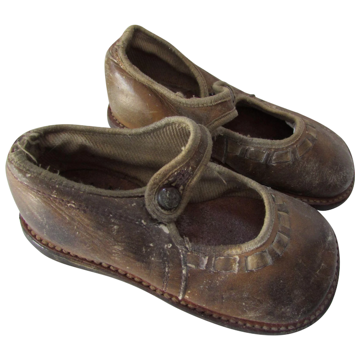 c1107a88bfb95 Vintage Children's Shoes Charmingly Scuffed in Brown Leather Free Shipping  USA