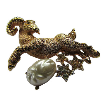 Brooch Gold Tone Ram with Thumbprint Faux Pearl
