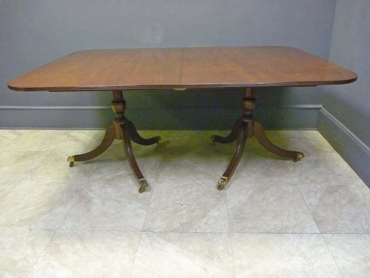 Duncan Phyfe Round Table With Drawer.Mahogany Duncan Phyfe Style Dining Table
