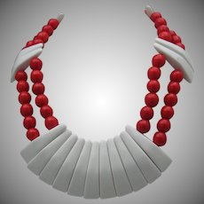 C1950 Red White Glass Necklace