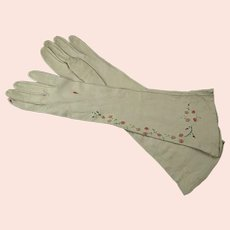 Kid Leather Gloves With Embroidered Flowers and Leaves