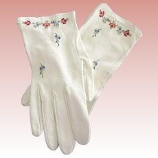 Beautiful Kid Leather Gloves With Embroidered FLowers