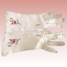 White Kid GLoves With Embroidered Roses, Need Cleaning