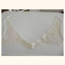 Pretty Lace Collar
