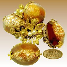 MIRIAM HASKELL Vintage Floral Brooch 'n Earrings, in Cowrie Shells