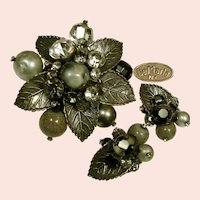 ~c.1950's DeMARIO Vintage Set ~ Brooch 'n Earrings ~ Art Glass 'n Rhinestones~