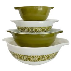 1960s Pyrex Autumn Floral / Verde Cinderella Mixing Bowls Set