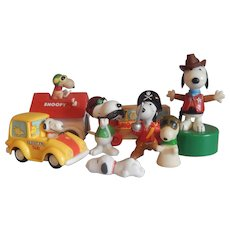Eight Peanut Gang Snoopy Toys