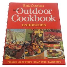 Betty Crocker's New Outdoor Cookbook Barbecues