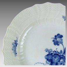 Royal Copenhagen Porcelain Denmark Blue Flowers Curved 10 Inch Dinner Plate 1621