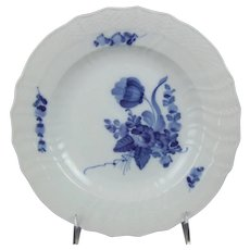 Royal Copenhagen Porcelain Denmark Blue Flowers Curved 10 Inch Dinner Plate          1 106 624