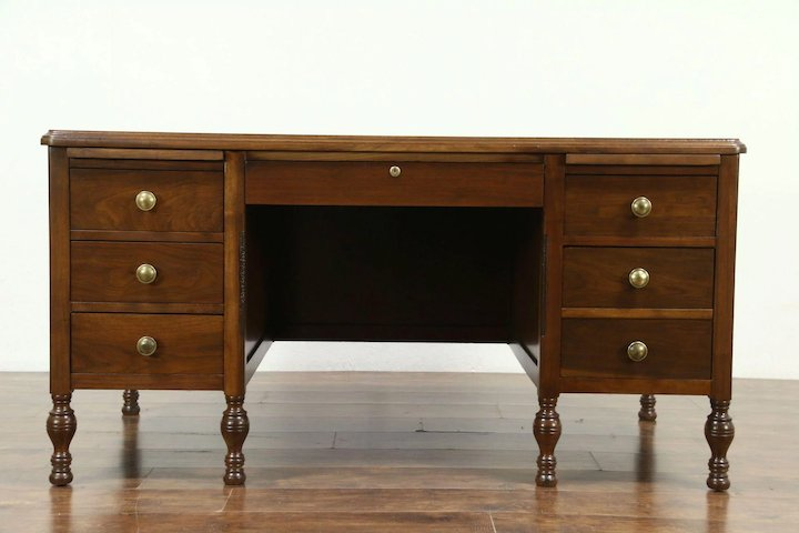 Walnut Antique 1920 Executive Office or Library Desk, Signed Lincoln #28768 - Walnut Antique 1920 Executive Office Or Library Desk, Signed Lincoln