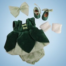 """Lovely Early Strung Vogue Ginny """"Dawn"""" Petal Outfit In Box"""