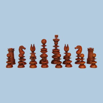 1820s Boxwood and Lignum Vitae Old English Pattern Chess Set in the Manner of John Calvert