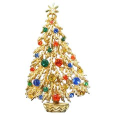 Vintage ART JEWELRY CO Rhinestone Christmas Tree Pin Figural Designer Signed Brooch