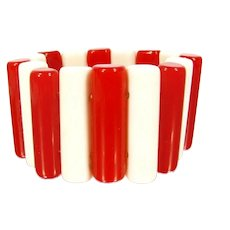 Vintage RED WHITE LUCITE Stretch Bracelet Rounded Cylinders Elastic