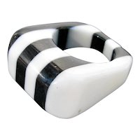 Vintage Black and White Striped Lucite Ring Size 7